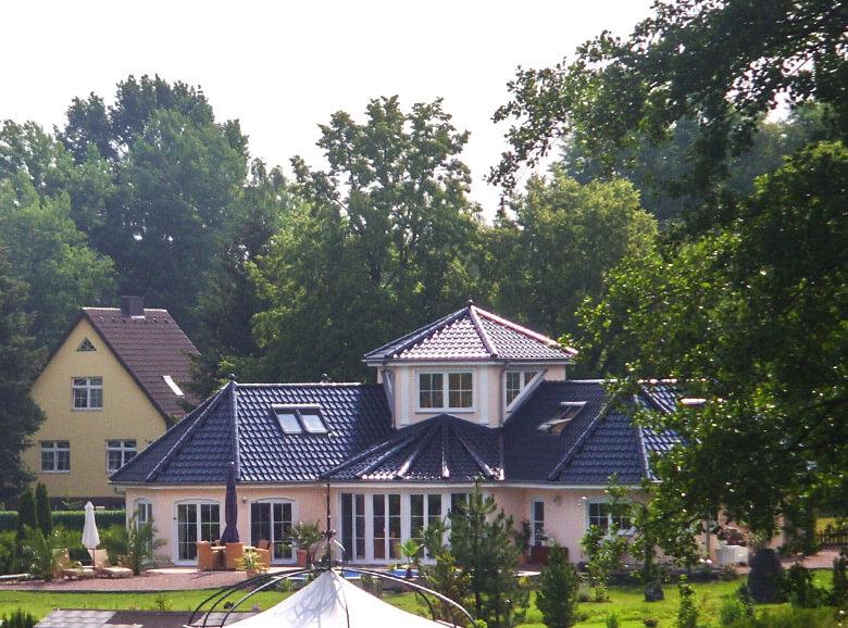 bungalow bauen massivhaus mit winkelbungalow grundriss. Black Bedroom Furniture Sets. Home Design Ideas