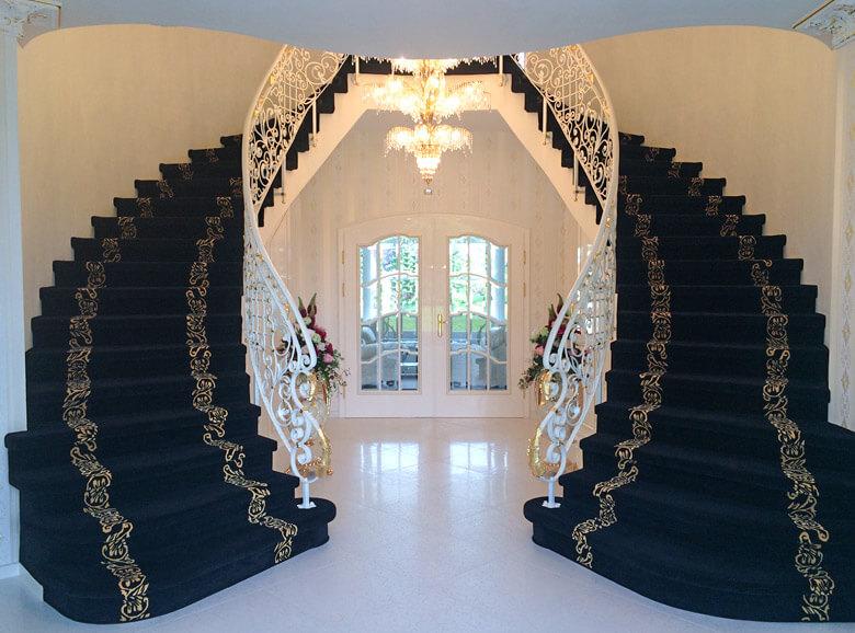 Doppeltreppe In Massivhaus Palais Royal, Schöner Villa.