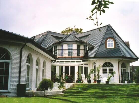 Villa exklusiv oder luxushaus planen und bauen for Fertighaus katalog