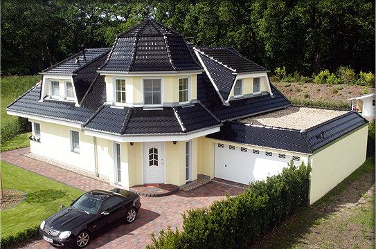 mercedes in berlin vor stilvollem luxushaus neubau sch ne. Black Bedroom Furniture Sets. Home Design Ideas