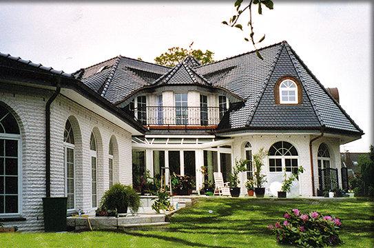 Landhaus villa mit intgrierter schwimmhalle biberdach u wintergarten